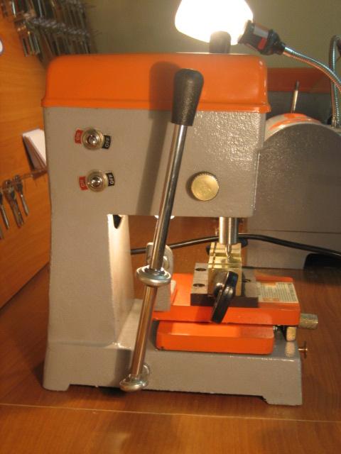 Станок для изготовления ключей вертикальный Вень Хай 368А